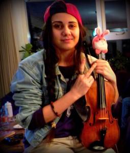 Lilan blij met viool